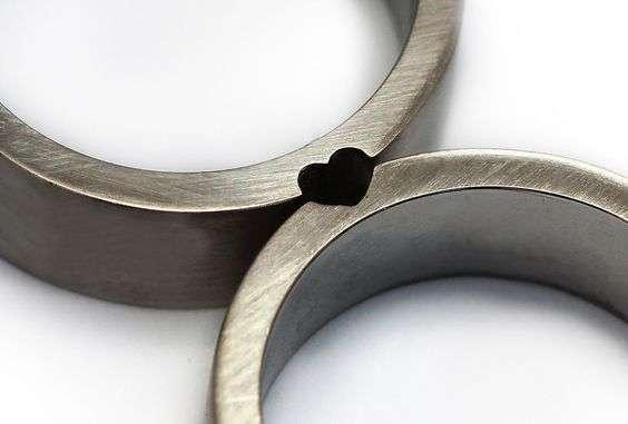 pareja intercambio de anillos bodas de plata