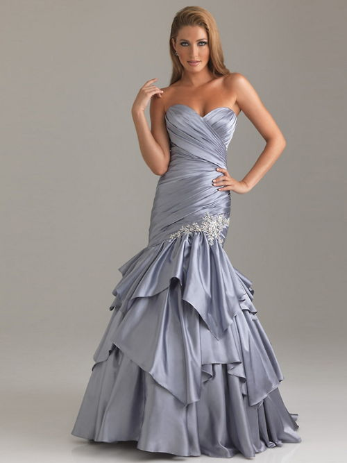 vestido plateado para figura esbelta bodas de plata